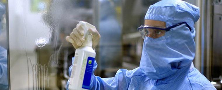 Безпечне знезараження і прибирання поверхонь, забруднених біологічними рідинами